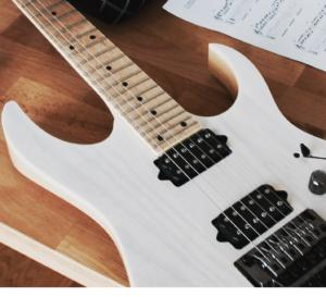 E-Gitarre lernen? So machst Du es von Anfang an richtig.