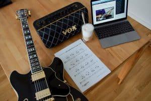 Jazzgitarre lernen, der Grundkurs ist auch für Anfänger geeignet